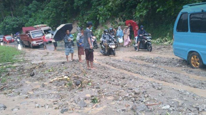 Jalan di Desa Lobong Bolmong Sempat Tertutup Longsor