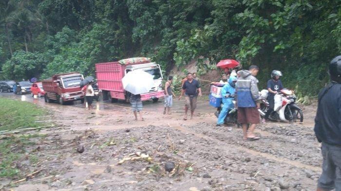 Hujan Sejak Malam, Jalan di Bolmong Sempat Tertutup Longsor