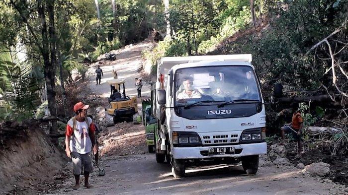 Jalan Produksi di Desa Rusoh Sudah Ratusan Meter Ditimbun Material