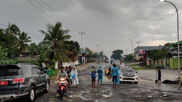 Untuk Kesekian Kali Jalan 46 Buat Pengendara Tak Nyaman, Lomban dan Mantiri 'Tutup Mata?