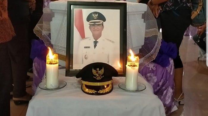 Keluarga Wabup Helmud Hontong Aminkan Kematian Almarhum Atas Rancangan Tuhan