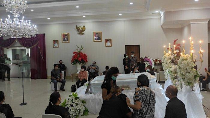 Pa Embo, Kasiang Torang, Tangis Pilu Sambut Jenazah Wabup Sangihe Helmud Hontong