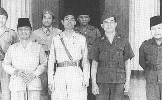 3 Juni 1947 Soekarno Menggabungkan Seluruh Milisi Pejuang Menjadi Tentara Nasional Indonesia