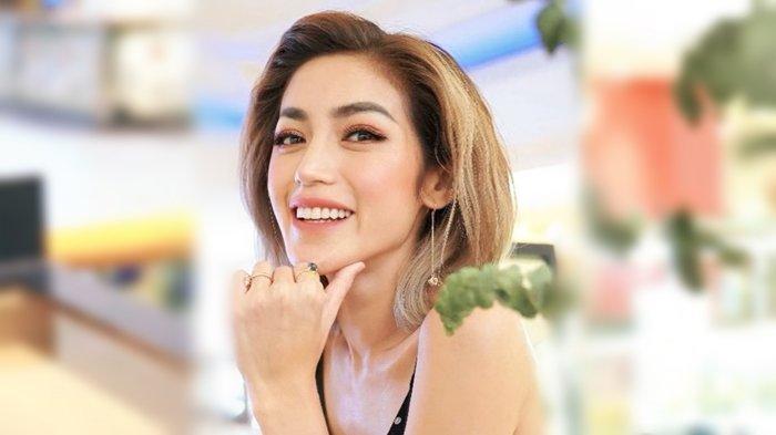 Tampilan Jessica Iskandar Berpose Sambil Dibonceng Jokowi Justru Tuai Kritikan Netizen!