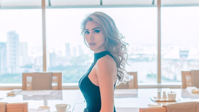 Jessica Iskandar Diprotes Girlsquad Saat Fitting Baju Bridesmaid: Bajunya Kurang Bahan?