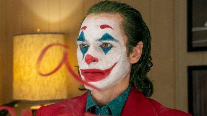 Aktor 'Joker' Mengalami Kecelakaan, Mobil Mewah Tabrak Truk Damkar hingga Ringsek