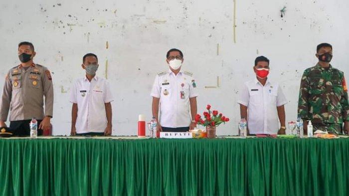 Joune Ganda Ngantor di Kantor Camat Wori, Desa Wajib Bantu Pasien Covid, 'Jangan Bully Mereka'