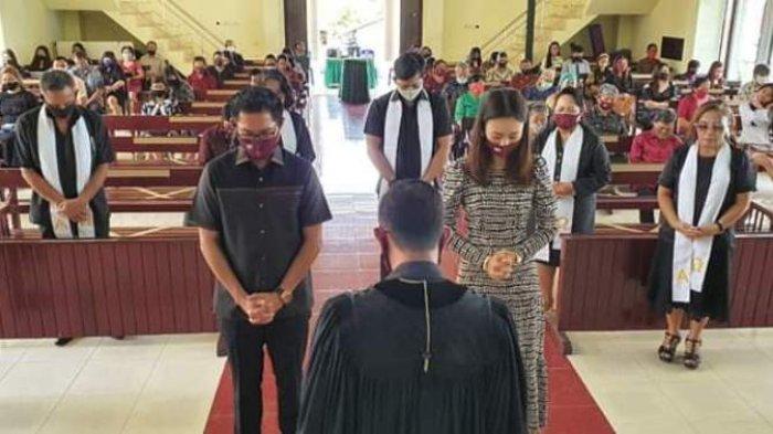 Usai Ibadah Joune Ganda Didoakan Pendeta dan Pelsus