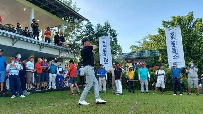 Joune Ganda dan Jabes Gaghana Adu Ketangkasan Main Golf di Pondok Hijau Manado, Promosi Likupang