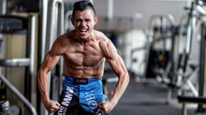 Kisah Juara MMA Asal Minut Billy Pasulatan, Pernah Jadi Tukang Kelapa Demi Ongkosi Latihan