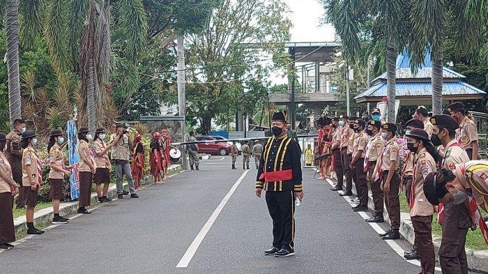 Pramuka Jemput Jenazah SH Sarundajang di Kantor Wali Kota Bitung, Beri Penghormatan Terakhir