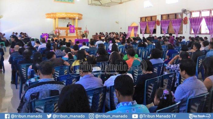 Jumat Agung di Daerah Perbatasan Miangas, Jemaat Sampai di Luar Gedung