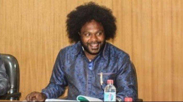 Masih Ingat Sonny Wanimbo? Ketua DPRD yang Dituding Danai KKB Papua, Kini Dipanggil Polda Papua