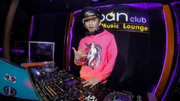 Kabar terbaru Omo Krucut ' Si Ceking ' dalam sinetron Ronaldowati. Kini jadi DJ.