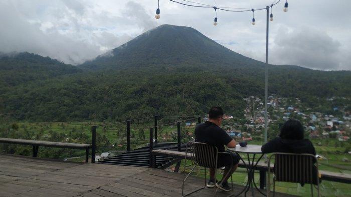 Bukit Kai Santi Tomohon, Taman Bunga Bak Lukisan Alam di Hadapan Gunung Api Lokon