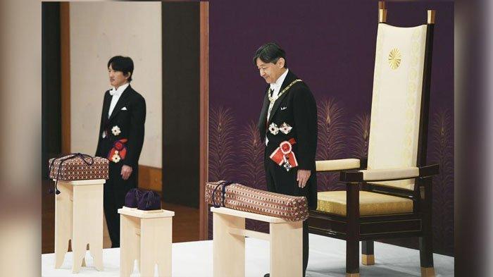 Kaisar Jepang Naruhito, didampingi Putra Mahkota Akishino