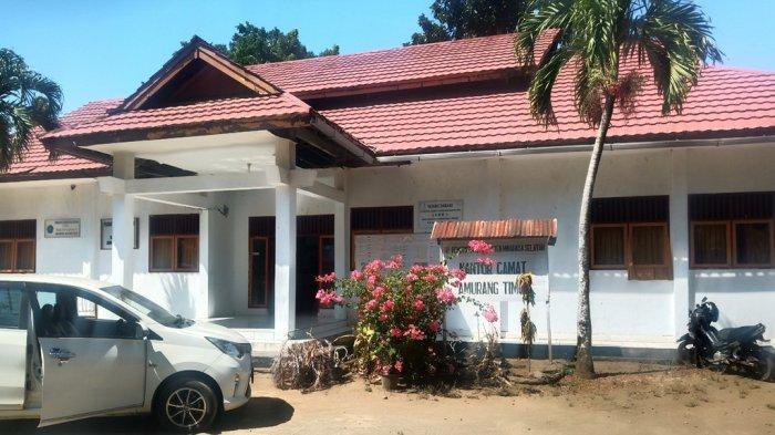 Kantor Camat Amurang Timur Kosong Dikeluhkan 30 Menit Kemudian Staf Datang Baru Selesai Makan Tribun Manado