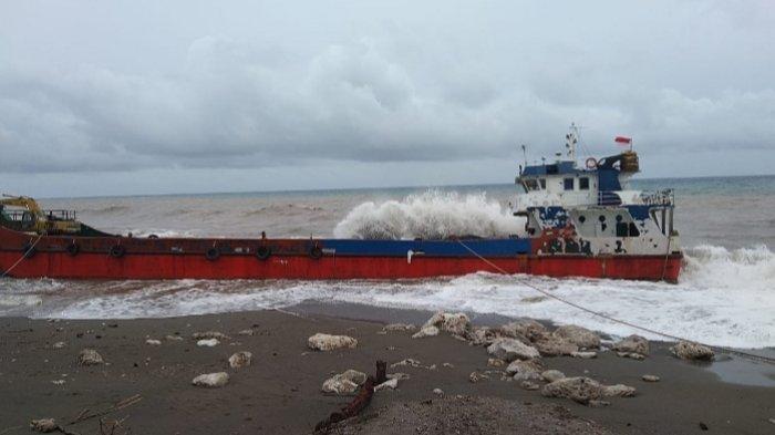 Cuaca Buruk di Perairan Talaud, KMN Sigatarius Jaya dan Kapal LCT Terdampar