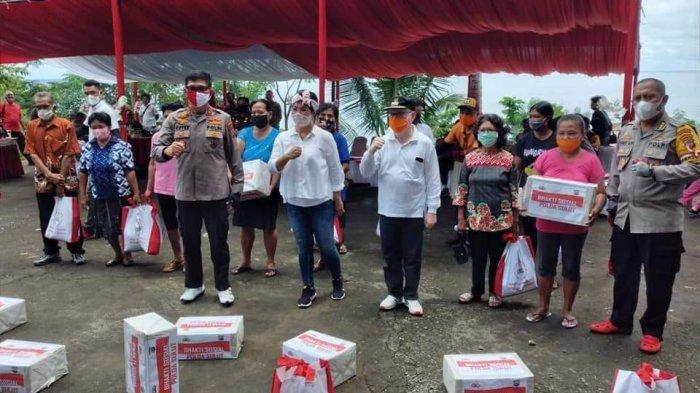Lumowa Bagikan Bansos di Sitaro, Sasingen: Terima Kasih Pak Kapolda