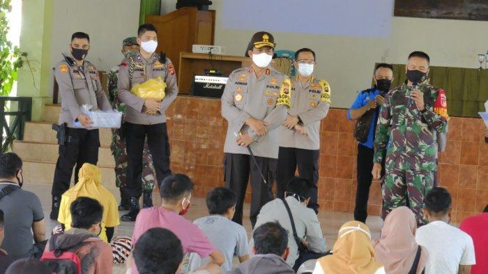 Kapolda Gorontalo Irjen Adnas dan Danrem 133 Nani Wartabone Disiplinkan 75 Warga tak Pakai Masker