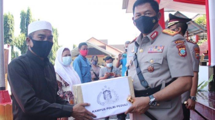 Polda Sulut Beri Sembako pada 50 Warga Kurang Mampu Terdampak Pandemi Covid-19