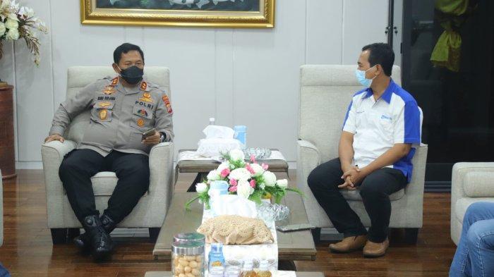 Kapolda Sulawesi Utara Irjen Pol Nana Sudjana menerima kunjungan manajemen Tribun Manado di ruangannya yang berada di lantai dua Mapolda Sulawesi Utara, Selasa (28/9/2021).