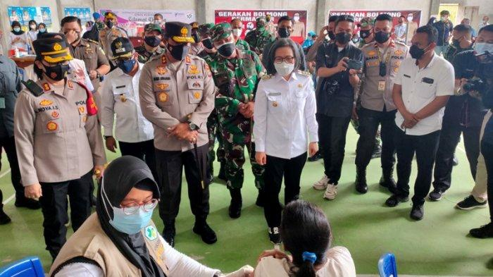 Kapolda Sulut Irjen Pol Nana Sudjana Pantau Vaksinasi di Bolmong