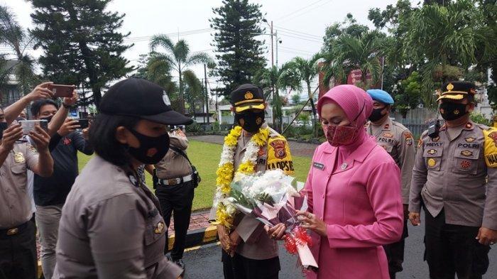 Kapolre Bitung AKBP Indra Pramana Hidayat SIK dan Ny Lesli Indra Pramana.