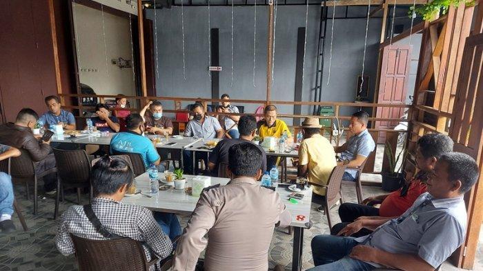 Kapolres Bitung AKBP Indra Pramana H SIK saat menggelar Coffeee Morning dengan wartawan