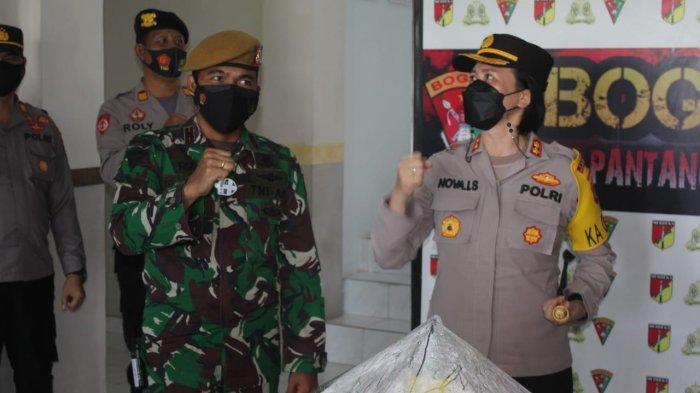 Kapolres Bolmong Potong Tumpeng Bareng Prajurit Armed 19/105 Tarik Bogani