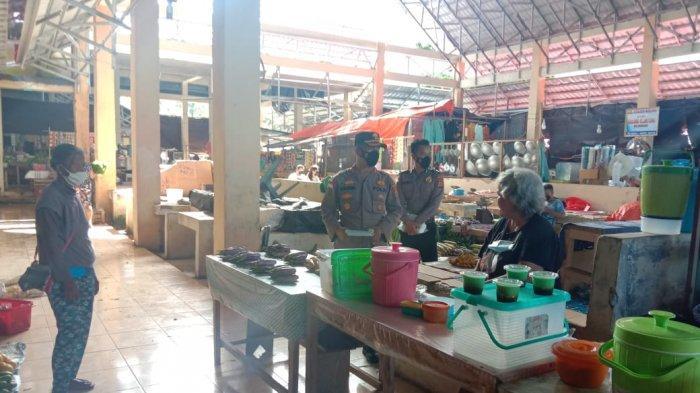 Kapolres Kepulauan Talaud AKBP Alam Kusuma S Irawan melakukan monitoring harga dan ketersediaan sembako, di Kota Melonguane, Kamis (6/5/2021) pagi.