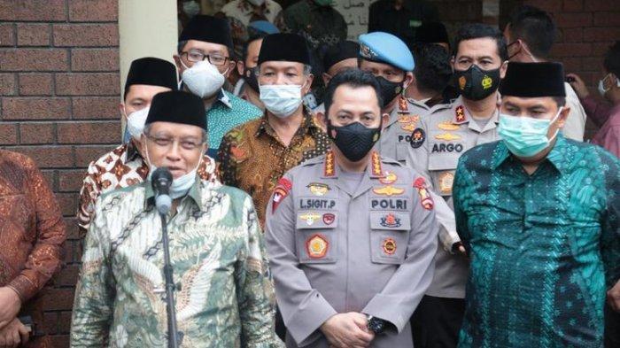 Kapolri Jenderal (Pol) Listyo Sigit Prabowo (tengah) dan Ketua Umum PBNU Said Aqil Siradj (kiri) di Jakarta Pusat, Kamis (28/1/2021).