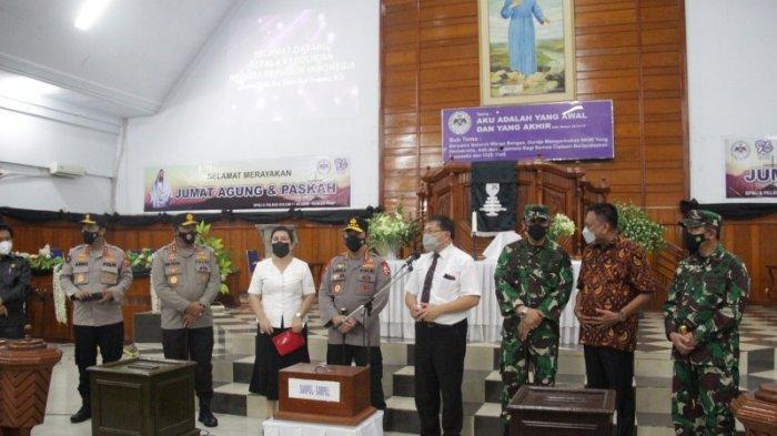 Usai Kunjungi Katedral Manado, Kapolri Langsung Tinjau Situasi di GMIM Paulus TWM