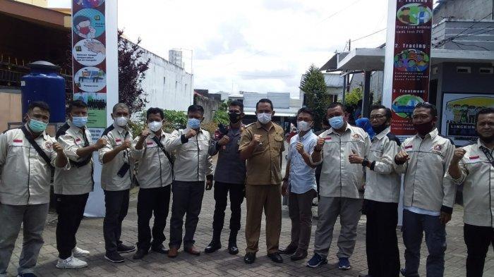 Kapolsek Mapanget dan rombongan studi banding asal Kota Gorontalo di Posko Lingkungan Manado Tangguh di Perumahan GPI, Kota Manado, Senin (8/3/2021)