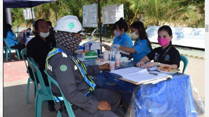 Libatkan BNN, Karyawan dan Tenaga Kerja PTPP Proyek Bendungan Lolak Jalani Tes Narkotika