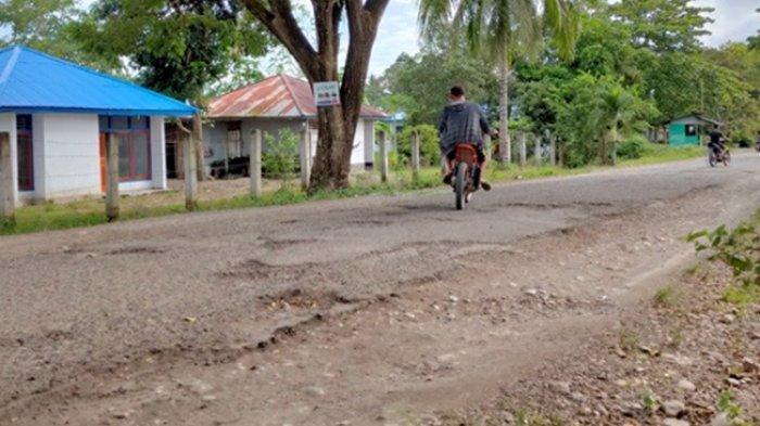 Jalan Desa Konarom Memprihatinkan, PUPR Bolmong Janji Perbaiki Tahun Depan