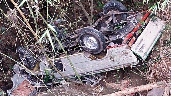 Kecelakaan Maut, Seorang Sopir Tewas, Mobil Pikap Ringsek Usai Mundur Lalu Masuk Jurang dan Terbalik