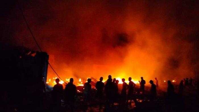 BREAKING NEWS: Kebakaran di Pasar Tompasobaru Minsel, Sampai Saat Ini Belum Ada Pemadam Dilokasi