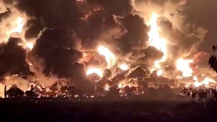 Kesaksian Warga Saat Kebakaran Kilang Minyak di Indramayu: 'Ada Ledakan, Gak Lama Muncul Api Besar'