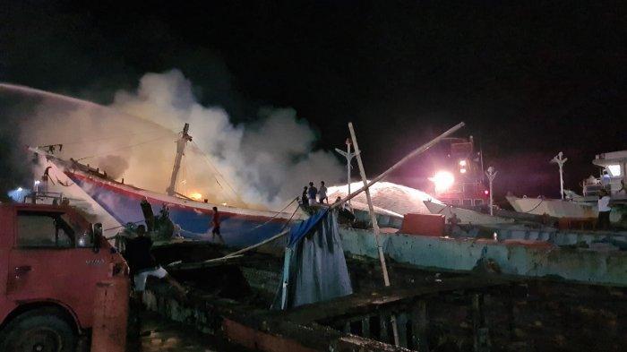 Kebakaran KLM Kasih Setia 01 saat sedang naik dock di PT Pathemaang Dock Yard Aertembaga Bitung.