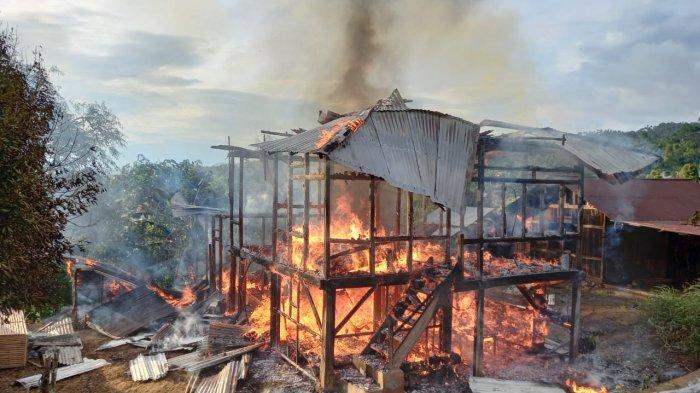 BREAKING NEWS Kebakaran Rumah di Rumengkor Minahasa, Api Diduga Berasal dari Kompor Lupa Dimatikan