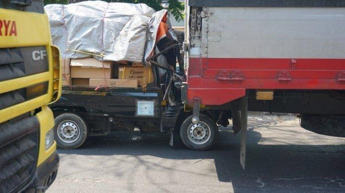 Kecelakaan Maut Pukul 04.30 WIB, Penumpang Tewas di Tempat Setelah Mobil Pikap Tabrak Truk Tronton