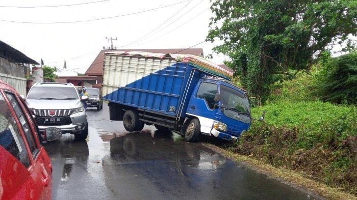 Kecelakaan Lalu Lintas di Manado, Truk Masuk Selokan, Sopir Ungkap Penyebabnya