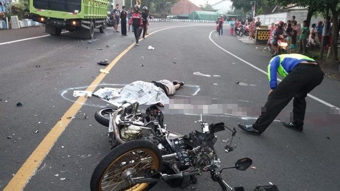 Kecelakaan Pukul 05.25 WIB, Pengendara Honda Tiger Tewas, Motor Korban Menabrak Truk saat Menikung
