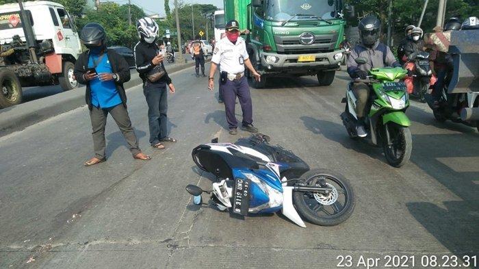 Kecelakaan Maut Tadi Pagi, Seorang Pengendara Motor Beat Tewas Terlindas Truk Trailer, Gagal Nyalip
