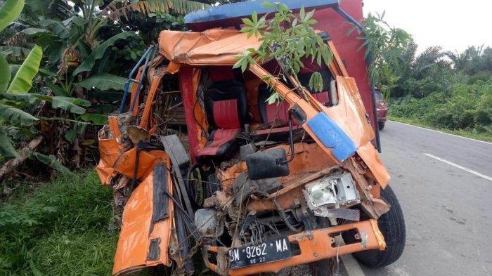 Kecelakaan Maut, Truk Tabrak Mobil dan Sepeda Motor, 4 Orang Tewas