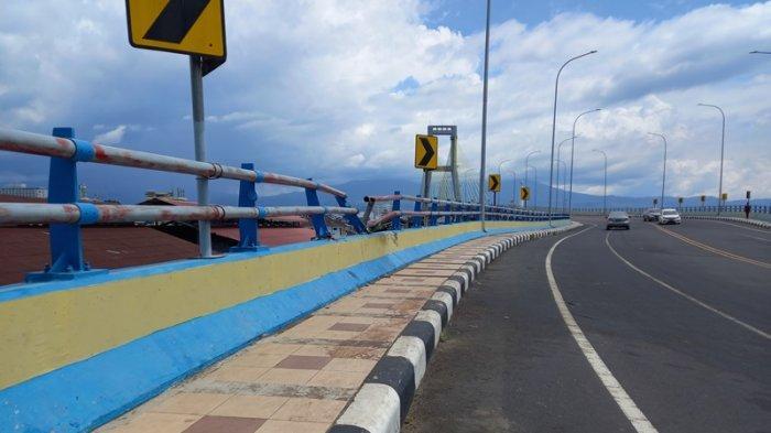 Kecelakaan lalu lintas terjadi di Jembatan Soekarno, Manado, pada Minggu (22/8/2021) siang.