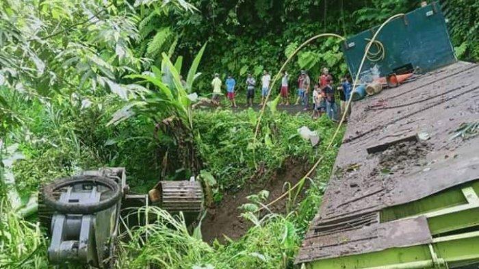 Truk Tronton Masuk Jurang di Ruas Jalan Makasili- KumelembuaiMinsel