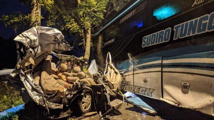 Kecelakaan Maut Tadi Malam, 6 Orang Tewas, Mobil Xenia Tabrakan dengan Bus yang Hendak Menyalip