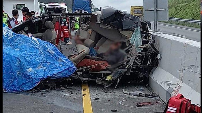 Kecelakaan Maut Pukul 08.30 WIB, 5 Orang Tewas di Tempat Usai Mobil yang Ditumpangi Menabrak Truk